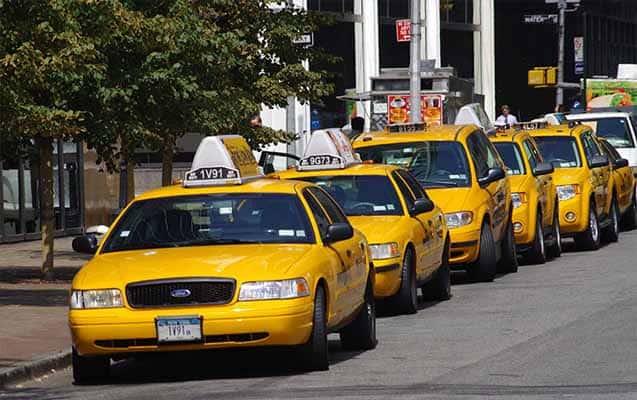 ticari taksi sahibi olmak. taksicilik yapmak. taksi şoförlüğü yapmak
